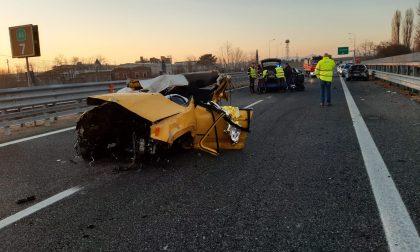Schianto in autostrada, sull'A5 all'altezza di Volpiano muore un ragazzo | FOTO