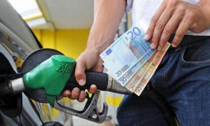 Caro carburanti, dall'agosto 2020 benzina +18,6%, gasolio +17,6%