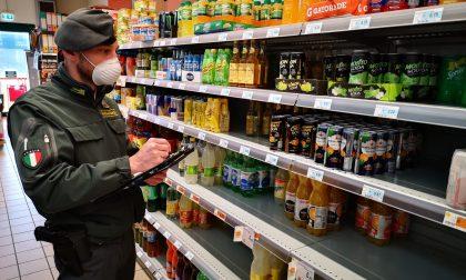 Coronavirus, controlli della Finanza nei supermercati: rincari del 200% | FOTO
