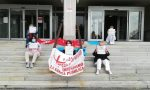 Flash mob anche all'ospedale di Lanzo, personale sanitario in protesta | FOTO