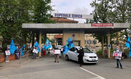 Flash mob al'ospedale di Chivasso, la rivolta di medici e infermieri | VIDEO