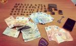 Agenti di Polizia liberi dal servizio arrestano spacciatore in centro città