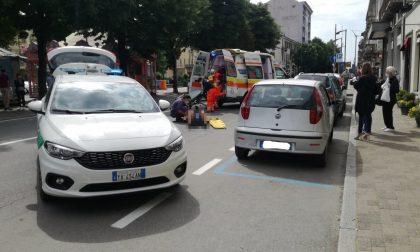 Incidente a Rivarolo, ciclista colpita dalla portiera di un'auto | FOTO