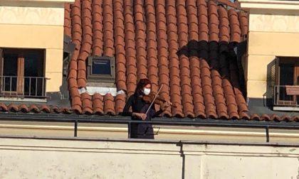 Musica dalla balconata, concerto della violinista russa Tatiana Korelskaia | VIDEO