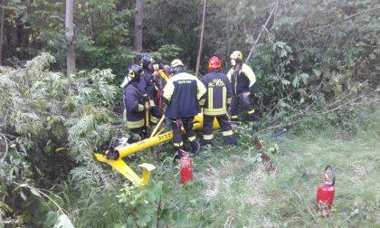 Elicottero precipita a Borgiallo, illeso il pilota | FOTO