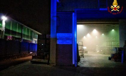 Incendio in un'azienda di vernici a Bruino