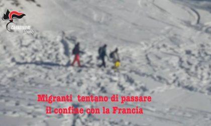 Occuparono una chiesa per aiutare migranti irregolari: nei guai 17 antagonisti VIDEO