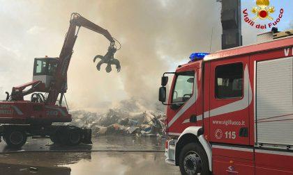 Incendio rifiuti in una ditta specializzata per lo smaltimento