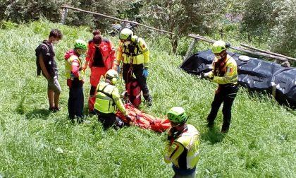 Ciclista cade in zona impervia, portato in salvo con l'elisoccorso   FOTO