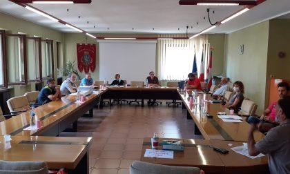 Polemica delle damigiane in consiglio comunale a Locana.
