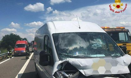 Scontro fra camion e furgone sull'A21, un ferito