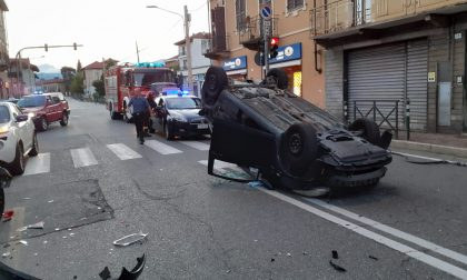 Perde il controllo dell'auto e si ribalta | FOTO
