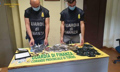 Maxi sequestro della Finanza: oltre un milione di articoli contraffatti in un negozio di Porta Palazzo