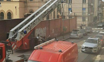 Incendio in pieno centro a Torino: Vigili del fuoco evacuano 15 persone