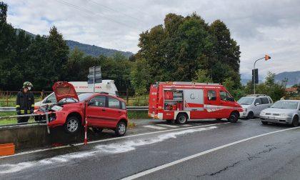 Balangero: asfalto viscido, finisce fuori strada con l'auto