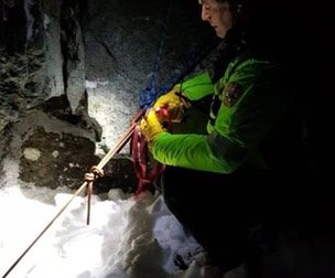 Rimane in bilico in un canalino ghiacciato, si salva grazie ad una foto | FOTO