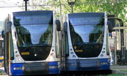 Tram deraglia al Rondò della Forca