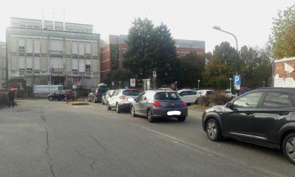Code al drive-in tampone a Castellamonte, traffico intasato per le vie cittadine, Mazza corre ai ripari