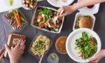 Il Comune regala ad ogni cittadino un buono da spendere per il cibo da asporto nei locali della città