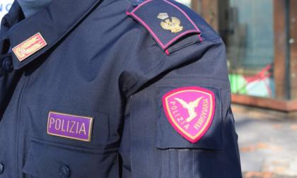 Ragazzo aggrappato al treno sulla Torino-Novara, denunciato