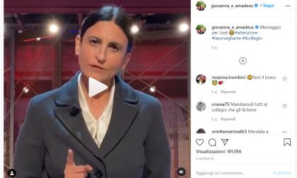 """L'attrice eporediese Lucia Gravante, sorvegliante del Collegio, """"sgrida"""" il figlio di Amadeus"""