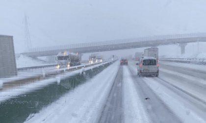 Code e rallentamenti in A4 e A21: troppa neve e mezzo in avaria
