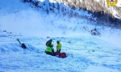 Travolto da una valanga mentre scia