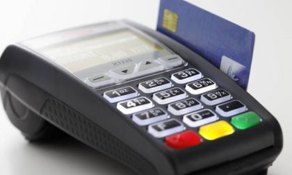 Cashback di Natale, fino a 150 euro di rimborso sulle spese effettuate con carte di credito e bancomat