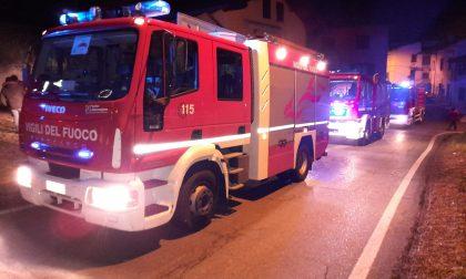 Incendio in una stalla a Cuorgnè, intervento dei Vigili del fuoco