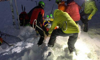 Scialpinista infortunata in Valchiusella, portata in salvo sul toboga coprendo 500 metri di dislivello