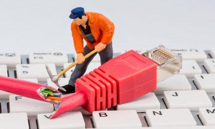 Operai tranciano cavo Telecom, cittadini senza internet e telefono