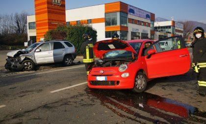 Schianto sulla 460, coinvolte due auto e un pullman gtt