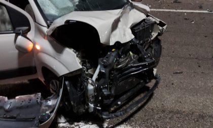 Scontro fra due auto sulla direttissima di Front, ferita una donna