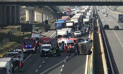 Schianto sulla Torino-Milano a Chivasso, traffico in tilt