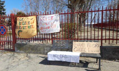 Tutti uniti, tutti spenti: alla vigilia dello sciopero contro la chiusura delle scuole