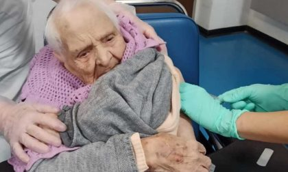 La signora Ofelia vaccinata a 105 anni