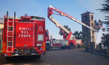 Brucia il tetto di un'abitazione a Valperga a fianco della chiesa di San Giorgio