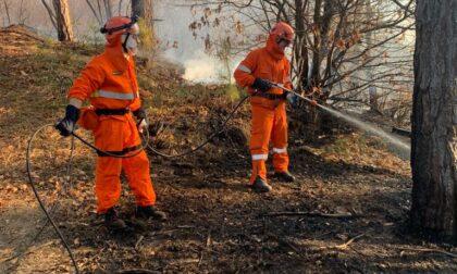 In fiamme i boschi tra Rocca e Levone