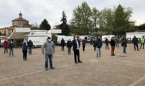 Protesta degli ambulanti al mercato in piazza Massoglia