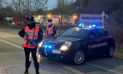 Esibisce documenti falsi poi scappa durante un controllo dei carabinieri