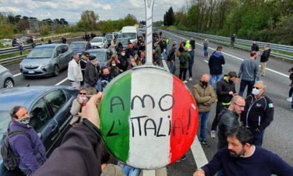 Blocchiamo l'Italia, ristoratori esasperati bloccano la tangenziale di Torino