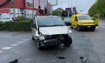 Incidente a Borgaro Torinese, due auto coinvolte