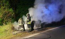 Auto in fiamme nella notte a Front: conducente illeso
