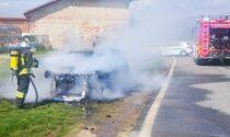 Jeep nuovissima prende fuoco durante la marcia