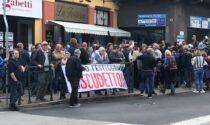 Centinaia di persone anche oggi fuori da La Torteria di Chivasso