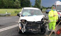 Incidente sulla pedemontana, si scontrano il furgoncino di un corriere e un'auto