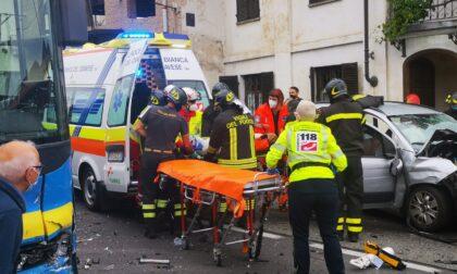 Incidente a Rivara, si scontrano un pullman Gtt e due auto