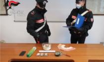 Automobilista nervoso in auto nascondeva 275 grammi di hashish
