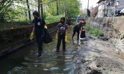 Castellamonte: amministratori e volontari ripuliscono la Roggia dei mulini