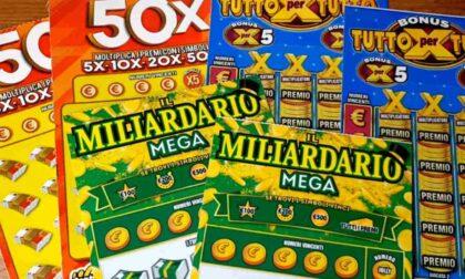 Vince 3 milioni in 20 giorni con due gratta e vinci, ma non ha imbrogliato: è stata solo una fortuna sfacciata